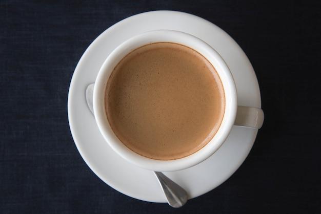 Vista superiore della tazza di caffè bianca