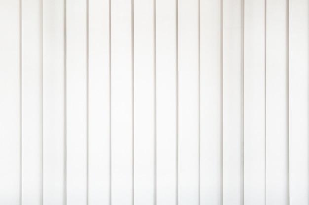 Tenda bianca con luce intensa per ufficio.