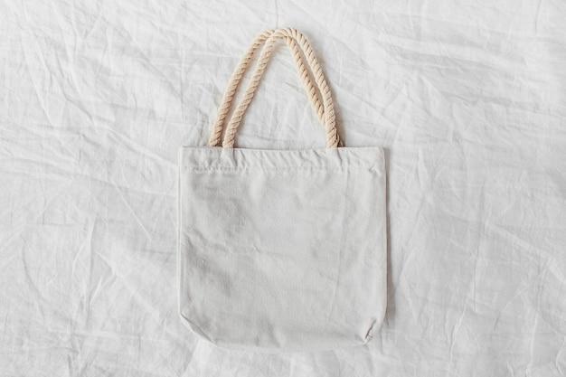 Modello di borsa ecologica bianca. sacco della spesa vuoto con copia spazio