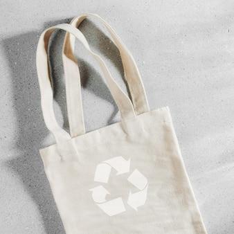 Modello bianco della borsa ecologica, modello vuoto del sacco della spesa con lo spazio della copia.