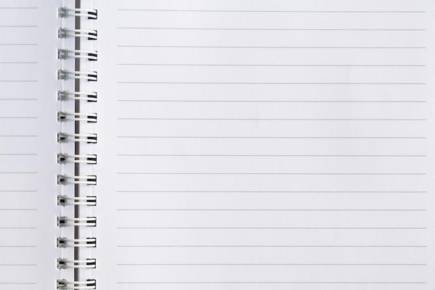 Quaderno a spirale di carta bianca vuota