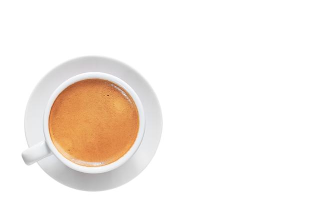 Tazza di caffè espresso bianca isolata su spazio bianco, spazio della copia