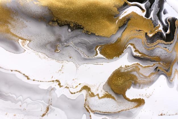 Trama astratta in marmo bianco grigio e nero con motivo ondulato con particelle d'oro