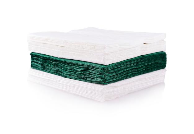 Tovaglioli bianchi e verdi tagliati
