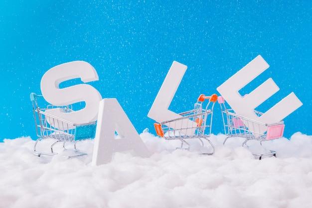 Vendita di parola di lettere bianche nella neve