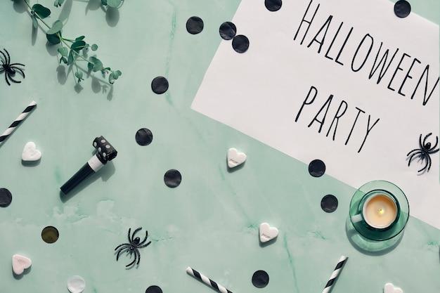 Pagina bianca con testo festa di halloween su pietra verde menta