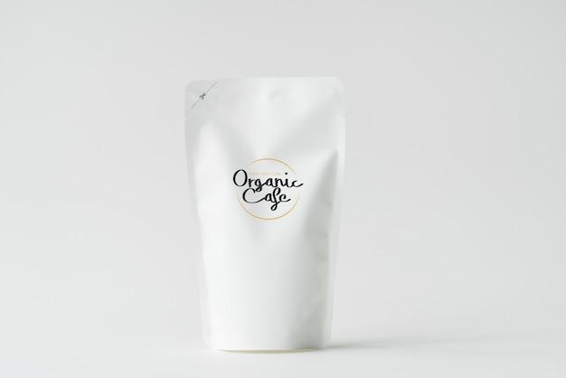 Mockup di branding con sacchetto di carta bianca