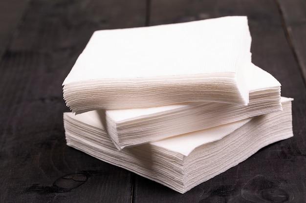 Tovagliolo di carta bianco