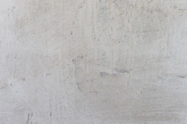 Fondo orizzontale della parete della calce dell'intonaco bianco con i daubs e le fratture. muro di cemento con strato di calce, trama di fondo, parete imbiancata.