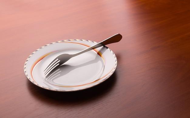 Piatto bianco e forchetta sul tavolo