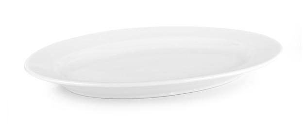 Piatto bianco isolato su sfondo bianco.