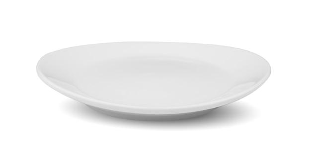 Piatto bianco isolato su sfondo bianco