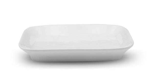 Piatto quadrato bianco isolato su sfondo bianco
