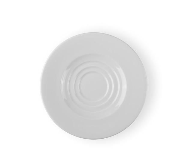Vista dall'alto del piatto bianco isolato su sfondo bianco