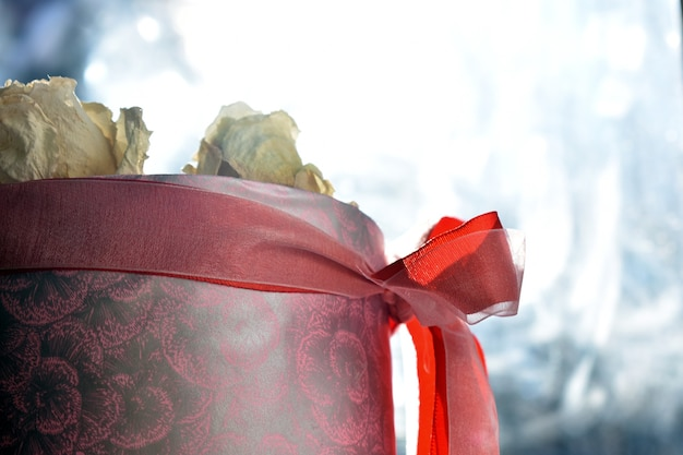 Rose bianche in confezione regalo
