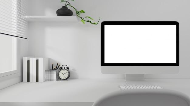 Computer portatile bianco del computer dello schermo sull'ufficio della tavola di lavoro a casa.