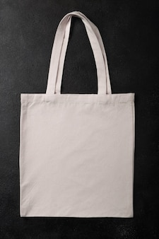 Borsa shopper bianca tela tessuto panno eco shopping mockup per il tuo design, modello isolato su sfondo nero con texture con spazio copia. disposizione piatta.