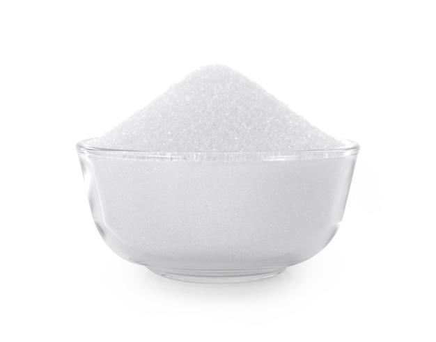 Zucchero bianco isolato su sfondo bianco.
