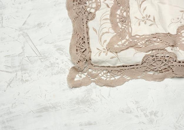 Asciugamano da cucina in tessuto bianco su bianco