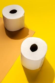 Rotoli di carta igienica bianca