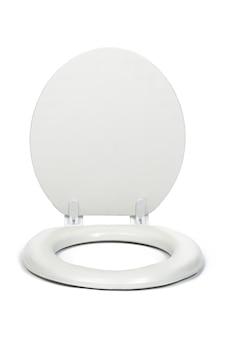 Sedile di toilette bianco isolato su superficie bianca