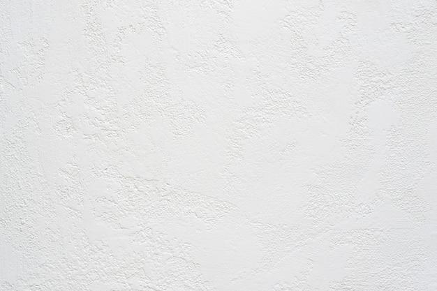 Fondo strutturato dell'intonaco bianco del travertino, spazio della copia.
