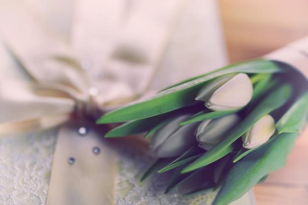 Matrimonio in pizzo tulipano bianco