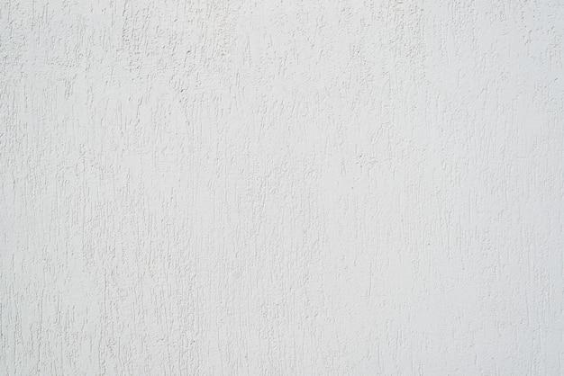 Parete bianca rifinita con intonaco decorativo per esterno. sfondo con texture con graffi