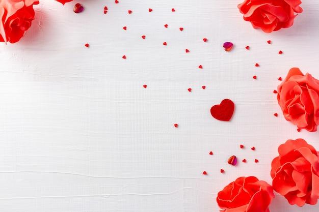 Fondo di legno bianco per il giorno di san valentino