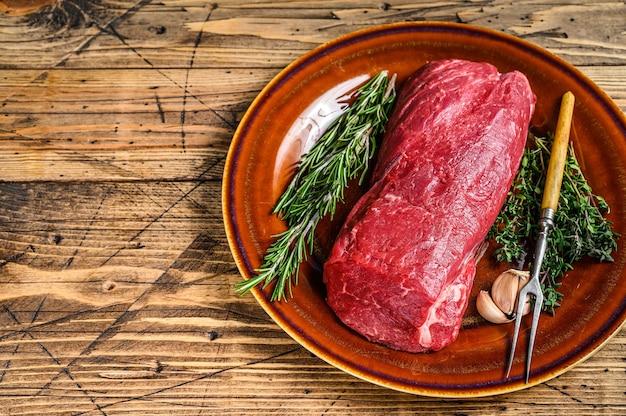 Filetto intero crudo di carne di manzo per bistecche