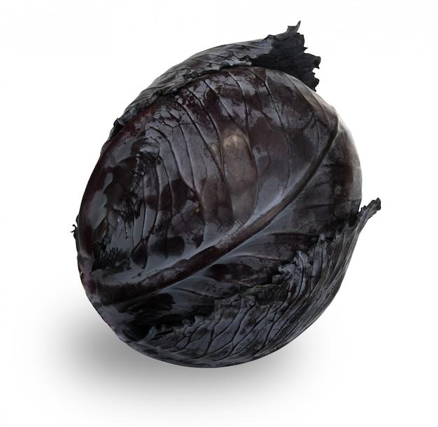 Cavolo intero rosso o viola isolato. verdura sana fresca