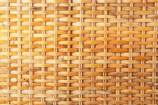 Primo piano di struttura del rattan di vimini, struttura dorata naturale delle aste di vimini.