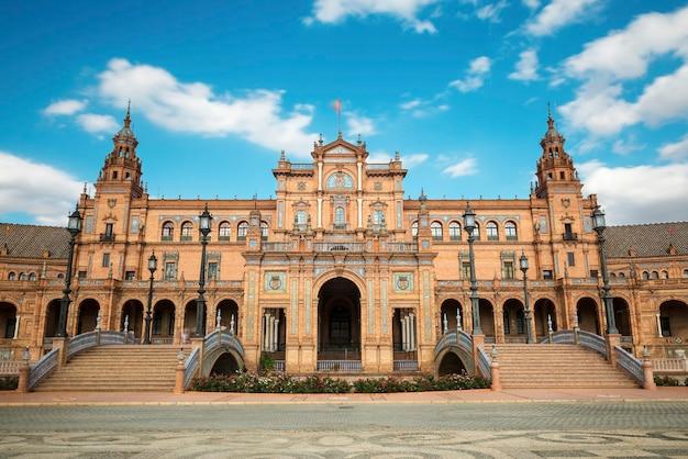 Ampio angolo di visione della plaza de espana a siviglia spagna una piazza costruita nel 1928 per l'esposizione iberoamercian del 1929 in stile regionalismo