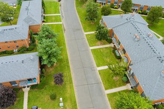 Ampio panorama, vista aerea con edifici alti, nei bellissimi quartieri residenziali nj usa
