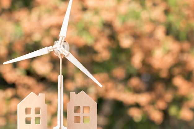 Mulino a vento con modello domestico