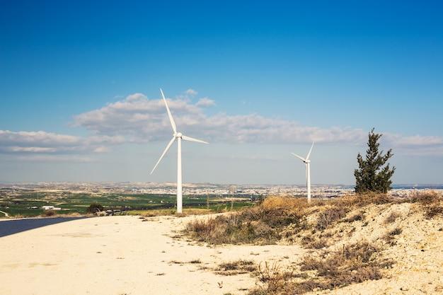 Turbina eolica per energie alternative. concetto di potere ecologico.