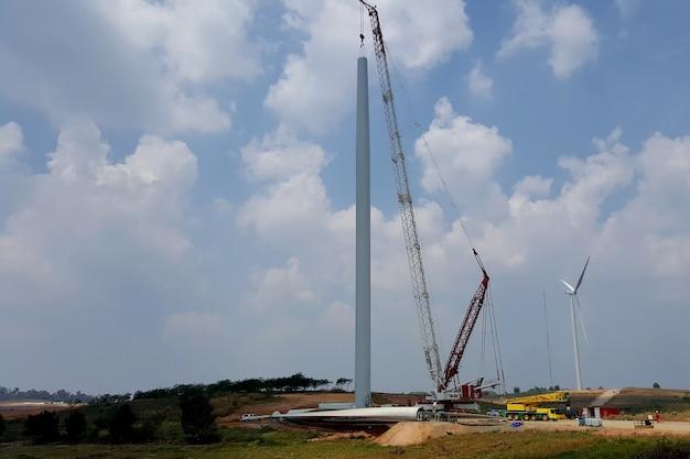 Installazione di torri di turbine eoliche presso parchi eolici