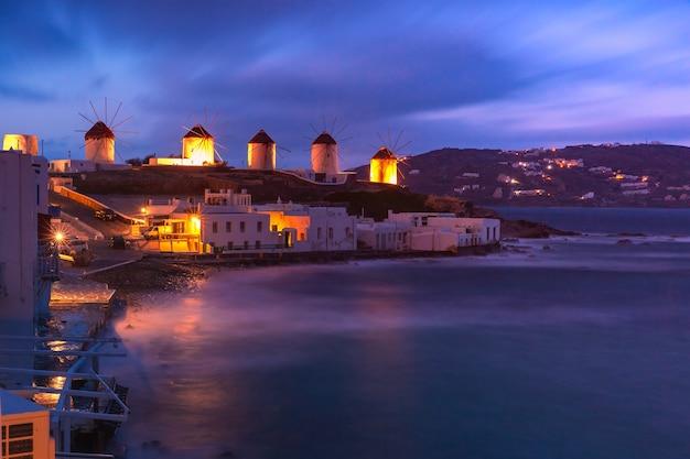 Mulini a vento a mykonos, grecia
