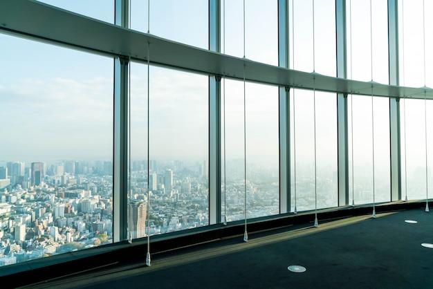Finestra di costruzione con sfondo di torre di tokyo
