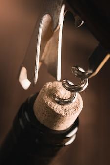 Apertura bottiglia di vino