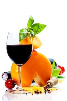 Vino, formaggio e ingredienti italiani