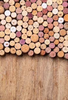 Sfondo di tappi per vino. copia spazio sfondo per il testo