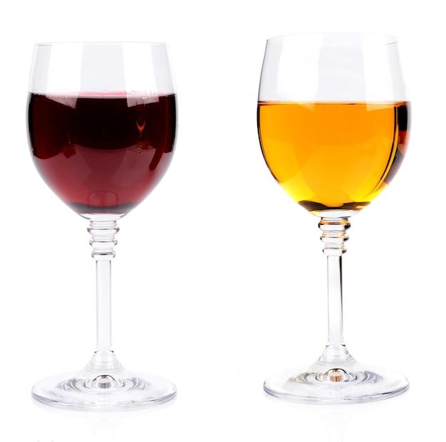 Bicchiere di vino isolato su sfondo bianco