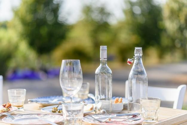 Vino e bicchieri di acqua