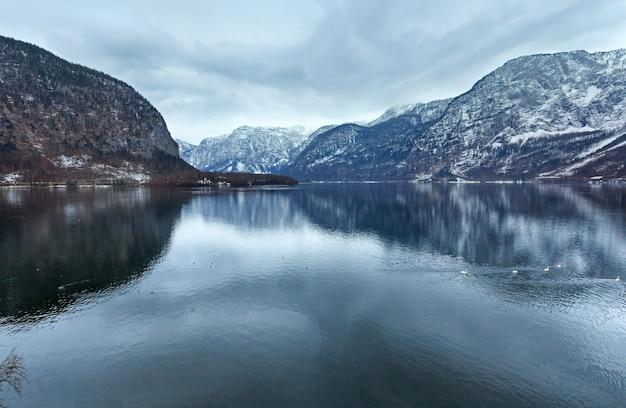 Inverno lago alpino hallstatter see view (austria)