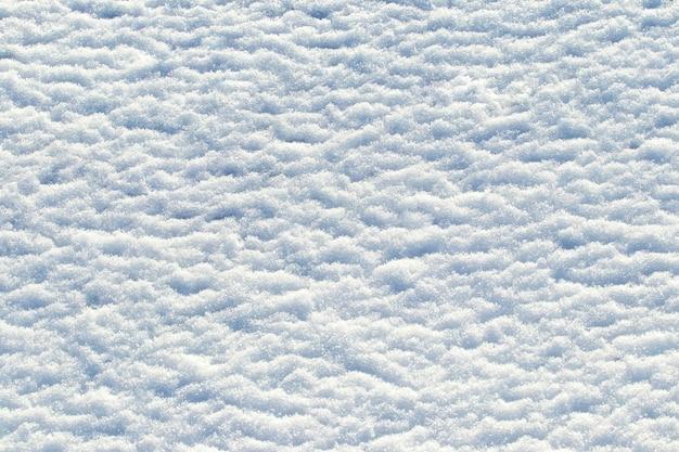 Sfondo invernale, trama di neve in condizioni di tempo soleggiato