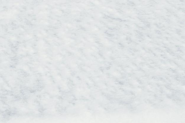 Sfondo invernale con neve bianca pura sul terreno