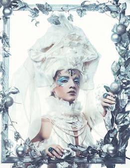 Donna di bellezza invernale