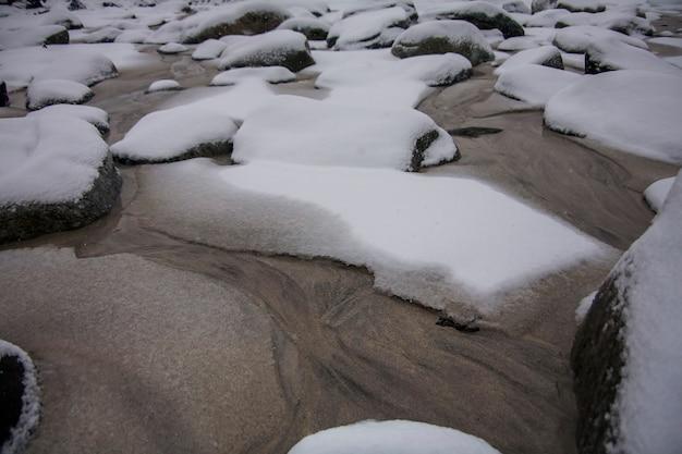 Inverno a bleik beach, isole lofoten, nel nord della norvegia.