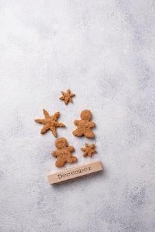 Composizione di inverno natale con biscotti di panpepato